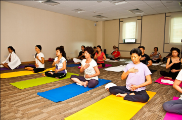 Another benefit of yoga for the elderly is the eye exercises that work the muscles connected to the brain – stimulating brain activity, a good exercise to delay dementia.