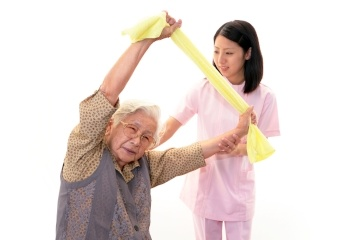 Home therapy with the elderly with walking difficulties