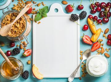 A healthy diet is important for a smooth pregnancy, as sugar suppresses the immune system and increases the risk of gestational diabetes, while fruits and vegetables are rich sources of nutrients.