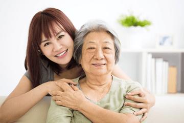 居家护理服务适用于那些患有慢性疾病,有残疾,老龄化或处于手术后康复期的人。