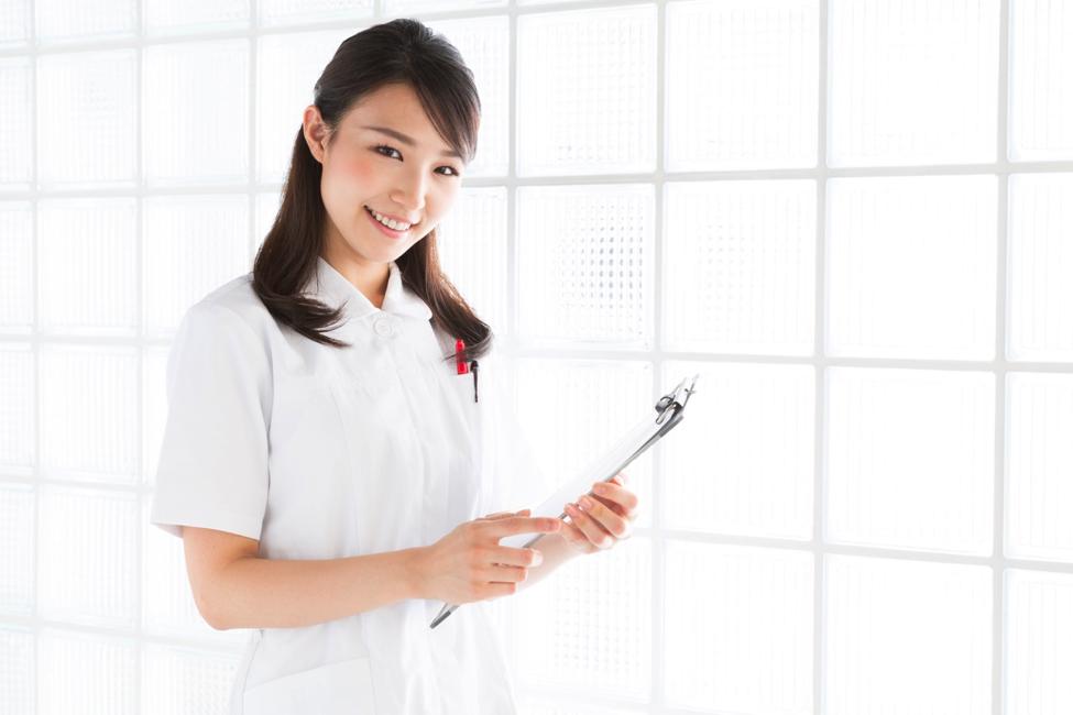 经理所处理的护理以及他们的职责和角色的行政面取决于年资