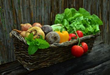 """大部分人的饮食都超过了 """"仅仅""""健康,而蔬菜常常是许多饮食中的罪魁祸首。"""