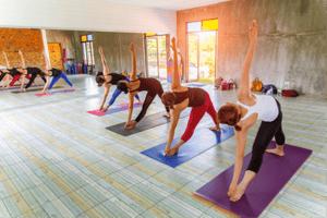 在您繁忙的日程中,瑜伽可说是一个完美的运动方式。