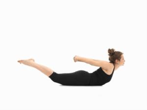 一个为您臀部准备的姿势:全蝗虫式